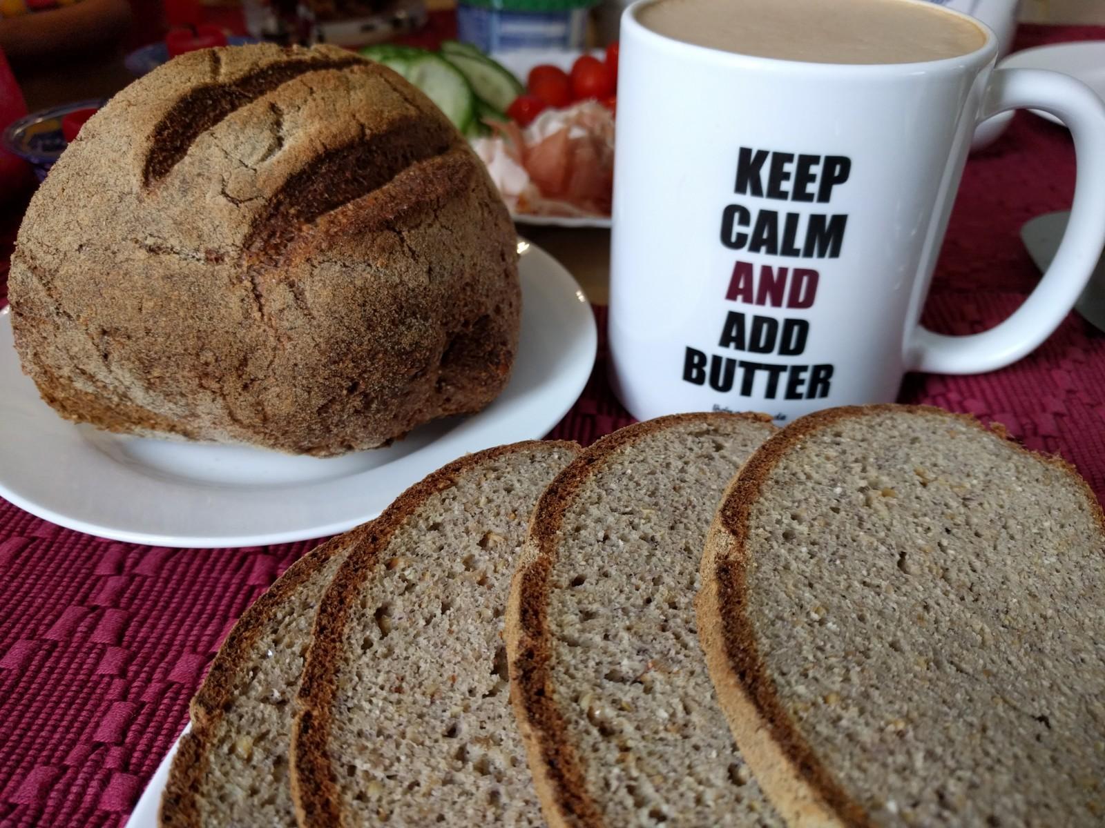 Keto Bäckerbrot zum Frühstück